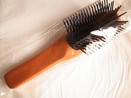 muji_hairbrush-1.jpg