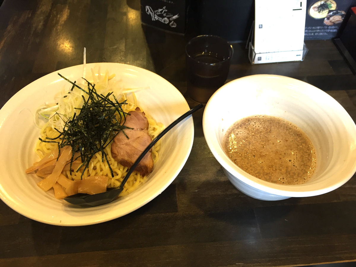 ここだけのラーメン雑炊は試してほしい!「奨(TASUKU)」