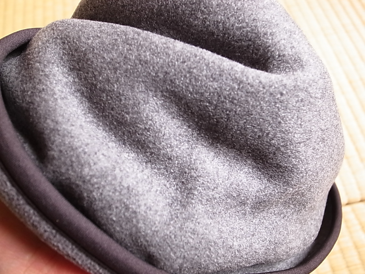 Uniqlo neck warmer 3