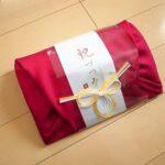 水引と風呂敷の包み方のデザインが美しい引き出物「祝づつみ」