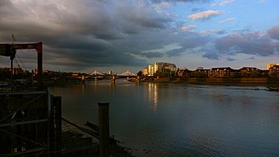 テムズ河沿い